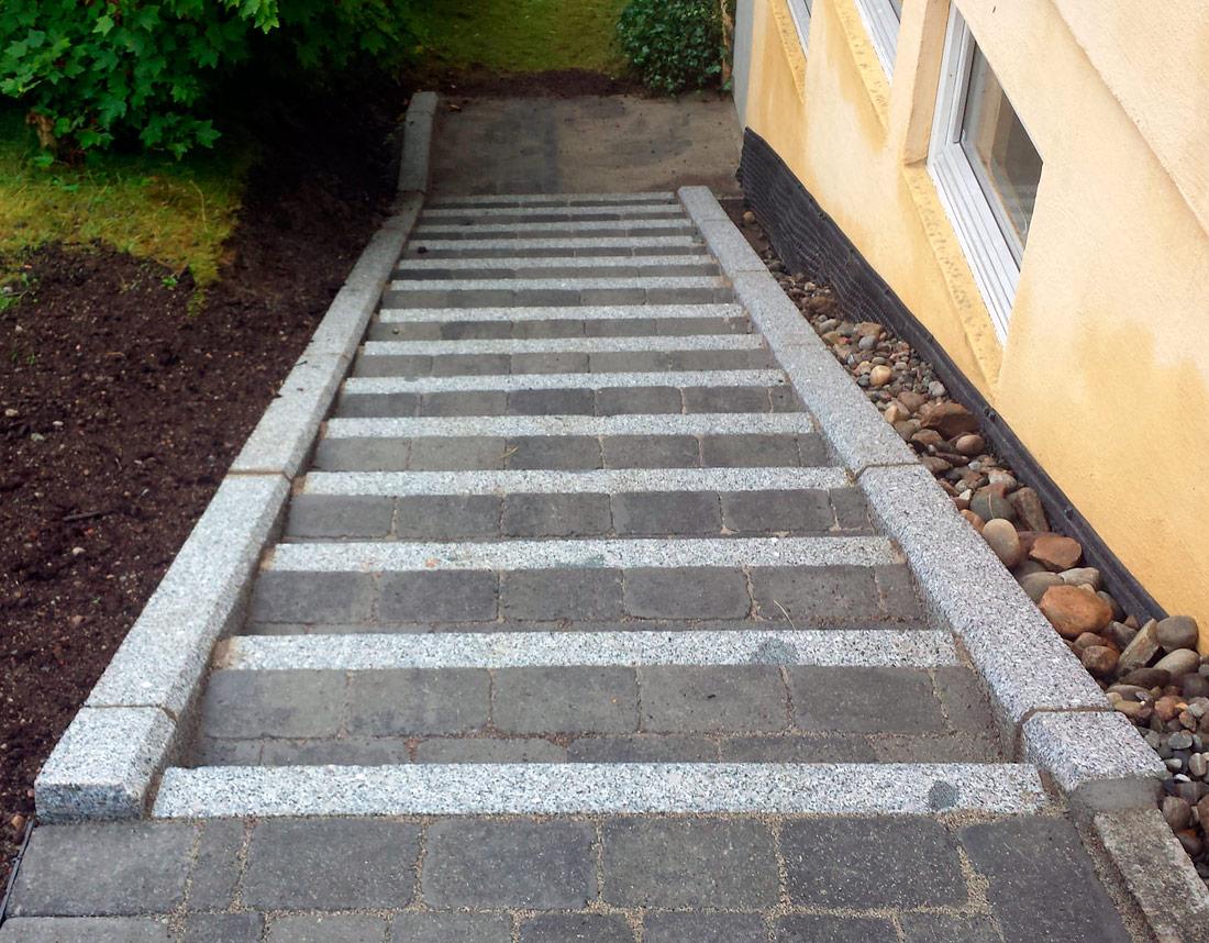 Legging av trapp i stein